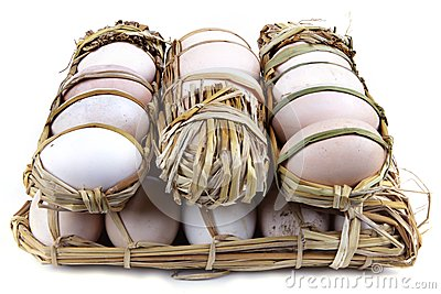 30 eggs packed in straw