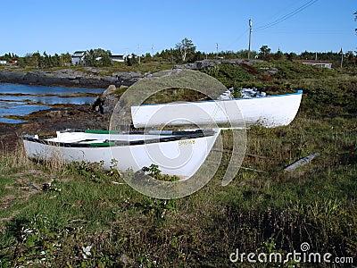 荡桨岸的小船