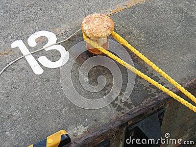靠码头的13