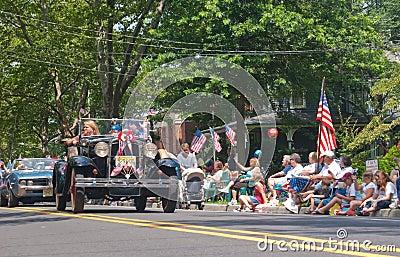 Маленький город парада 4-ое июля Редакционное Изображение