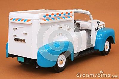 48奶油色浅滩冰卡车