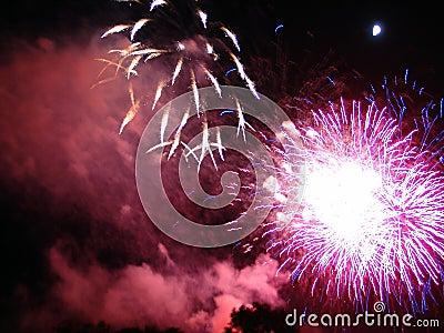 4to de la celebración de los fuegos artificiales de julio en los E.E.U.U.