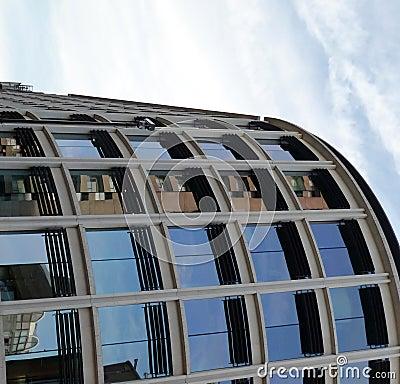 5弯曲的大厦