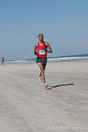 5 & 10 mile Winter Beach Run Editorial Stock Image