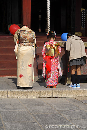 7,5,3 (shichi-gaan-San dat) - bidt Redactionele Stock Afbeelding