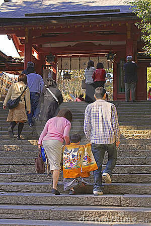 7,5,3 (Shichi-go-san)-going up to the temple
