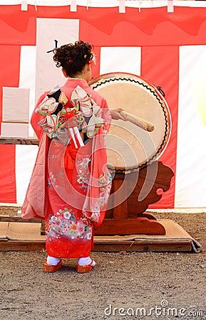 7.5.3 (Shichi-ir-san) - pecado del tambor Imagen de archivo editorial