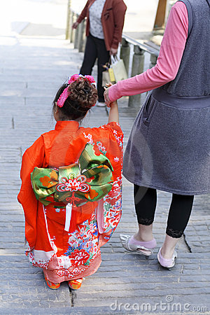 7.5.3 (Shichi-ir-san) - traje