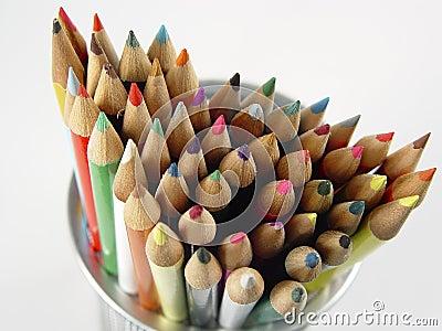 8 покрашенных карандашей