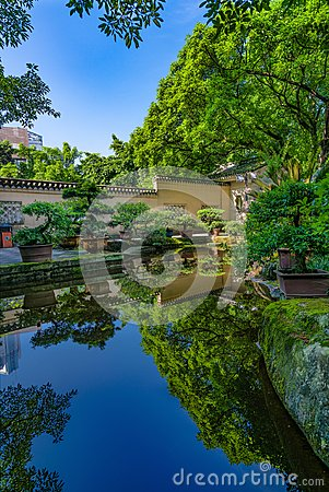 Free A Beautiful Traditional Style Chinese Garden Royalty Free Stock Photography - 103404187