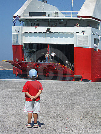 Free A Boy Waiting For The Boat Royalty Free Stock Images - 262679
