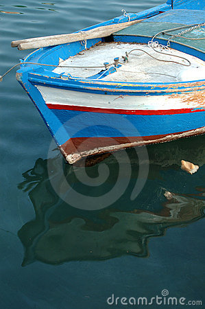 Free A Coloured Fishing Boat Royalty Free Stock Images - 593179