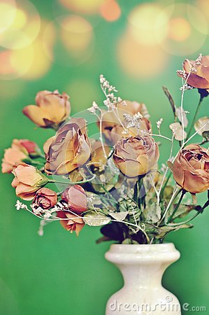 Free A Flower White Vase With A Bouquet Of Autumn Brown Colored Artificial Roses On Green Background With Vintage Tone. Royalty Free Stock Image - 133987916