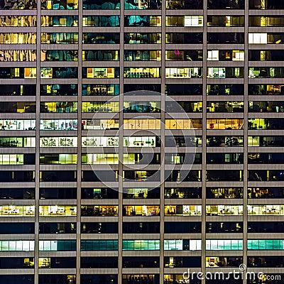 Free A Geometrical Pattern Of Windows On A Manhattan Skyscraper Stock Photo - 33805270
