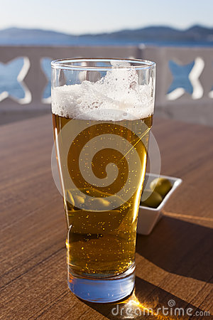 Free A Glass Of Beer Near The Sea. Royalty Free Stock Photos - 40845088