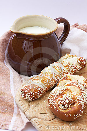 Free A Jug With Milk And Lye Pastry On The Wooden Board Stock Photography - 22998732