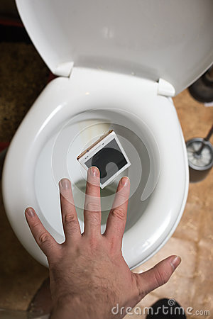 Free A Man Throws Phone In Toilet Stock Photography - 65146012