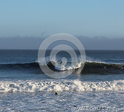 Free A Solitary Surfer Appraoches The Waves Royalty Free Stock Photography - 29773367