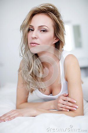 Free A Young Beautiful Woman Is Lying In Her Bed. Royalty Free Stock Photography - 145006337