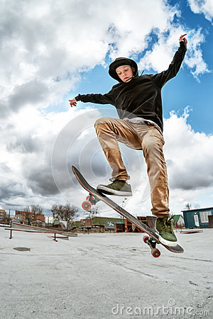 Free A Young Skateboarder Makes Wallie In A Skatepark, Jumping On A Skateboard Into The Air With A Coup Royalty Free Stock Photos - 89397718