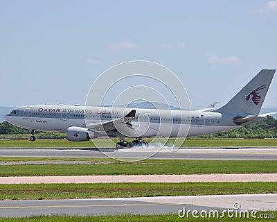 A320 Airbus samolotu dróg oddechowych reklama Qatar Zdjęcie Stock Editorial