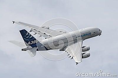 A380 во время поворота Редакционное Изображение