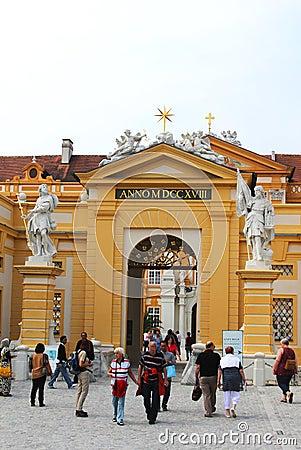 Entrada principal de la abadía de Melk en una Austria más baja Foto de archivo editorial