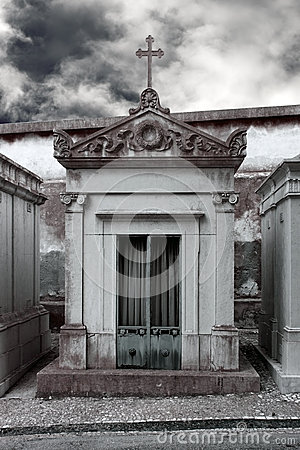 Free Abandoned Cemetery Chapel Royalty Free Stock Images - 41443509