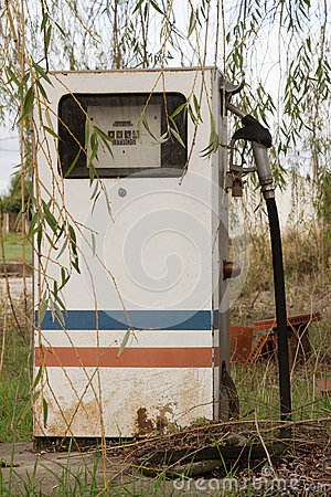 Free Abandoned Gas Pump Royalty Free Stock Photos - 27676098