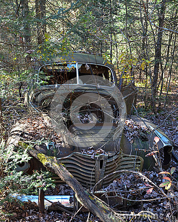 Free Abandoned Rusty Old Car Royalty Free Stock Photography - 36915737