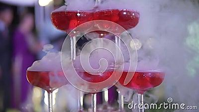 Abastecimiento de la boda Concepto del matrimonio de la celebración Menú del alcohol del restaurante y de la barra Bebida de lujo metrajes