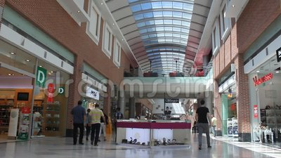 Abnehmer, die im Mall kaufen stock footage