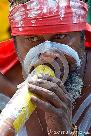Free Aboriginal Indigenous Australian Man Play On Didgeridoo In Sydne Stock Image - 80068031