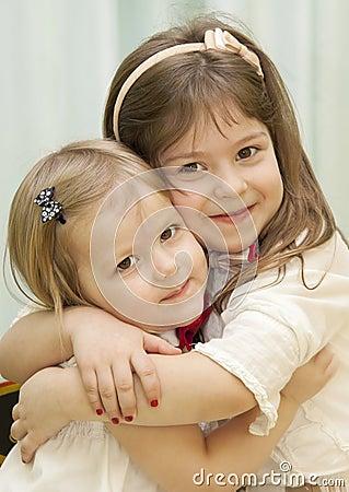 Abrazo de las muchachas