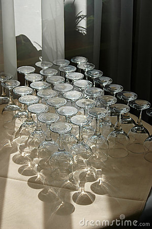 Free Abstract Wine Glasses Royalty Free Stock Photo - 611085