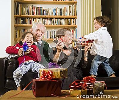 Abuelos y presentes