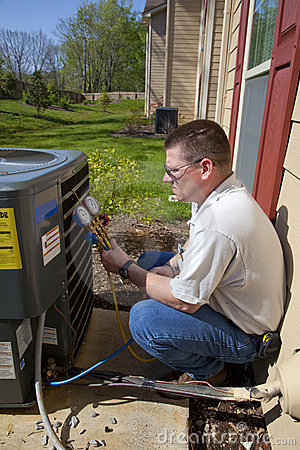 Free AC REPAIRMAN Royalty Free Stock Image - 9081956