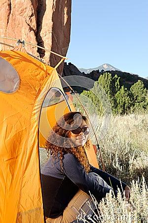 Acampamento nas montanhas rochosas