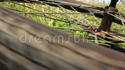 Accident de vélo de montagne - roue arrière de rotation banque de vidéos