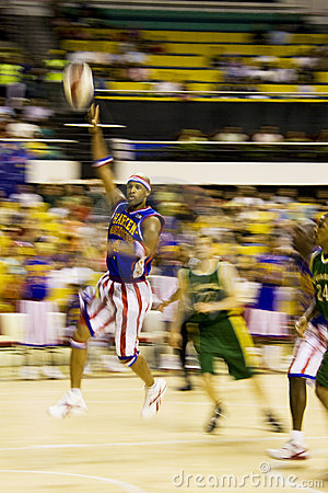 Acción del baloncesto de los trotamundos de Harlem (enmascarada) Imagen de archivo editorial