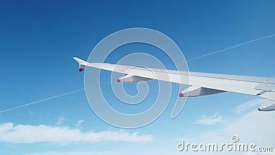 Acera di un velivolo che gira prima dell'atterraggio stock footage