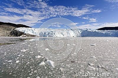 Acercamiento del glaciar de Eqi