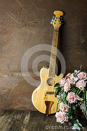 Free Acoustic Guitar Royalty Free Stock Photography - 64112867