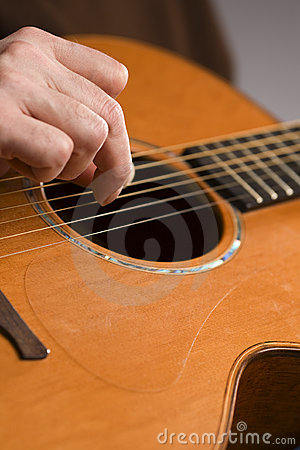 Free Acoustic Guitar Player Fingerpicking Royalty Free Stock Photography - 7534687