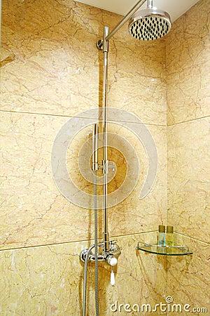 Acquazzone della stanza da bagno