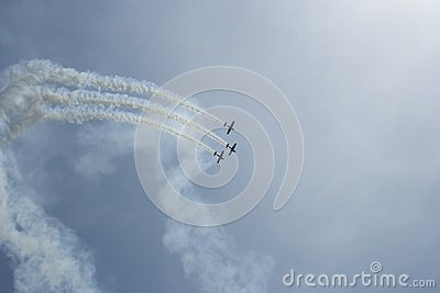 Acrobatic flight, raw