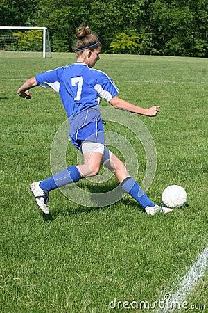 Actie 7 van het Voetbal van de Jeugd van de tiener