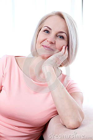 Free Active Beautiful Middle-aged Woman Smiling Friendly And Looking Into The Camera. Woman S Face Close Up. Royalty Free Stock Images - 70501779