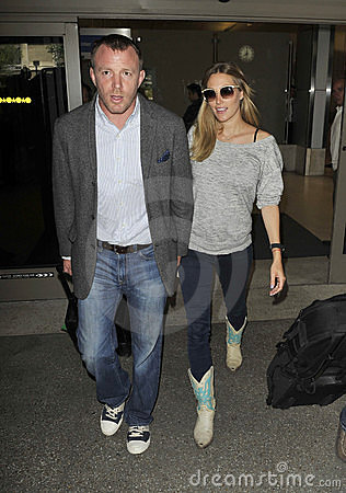 Actor/producer Guy Richie & girlfriend at LAX, CA Editorial Stock Image