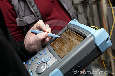 Adjusting reflectometer